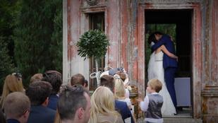Szavazással szervezték az esküvőjüket, ilyen lett