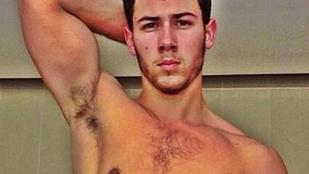 Nick Jonas címlapon izmoskodik