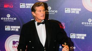 David Hasselhoff skótszoknyában díjátadózott