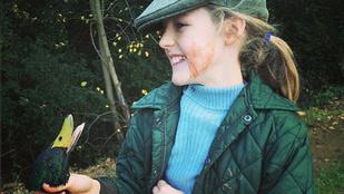 10 éves lányát vitte vadászni, és a véres arcát posztolta