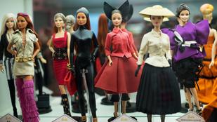 Ilyen egy divatbemutató Barbie babáknak