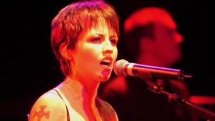 Stewardessre támadt a Cranberries énekesnője