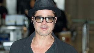 Brad Pitt elég stílusosan tud megérkezni