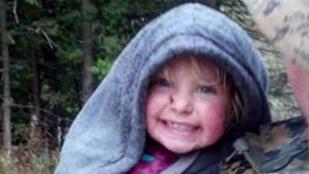 Egy erdőben, mosolyogva találták meg az eltűnt kétéves kislányt