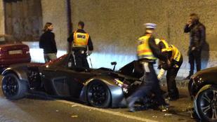 Motoros miatt tört össze a Batmobil az Alagútban