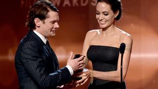 Angelina Jolie feketében volt dögös
