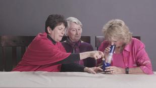 Emberkísérlet: amikor nagymamák füvet szívnak
