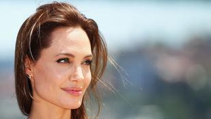 Angelina Jolie-nak 50 százalék esélye volt a petefészekrákra