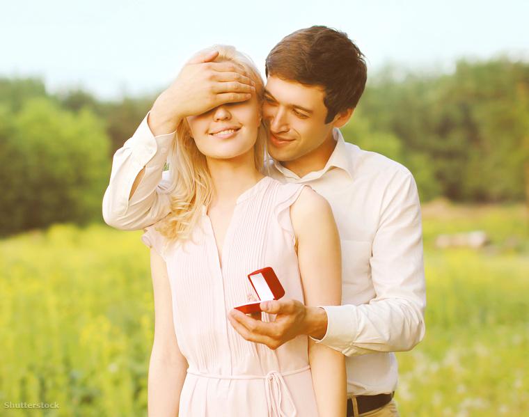 Az eltérő álláspontokat képviselők a következő kérdést boncolgatták: a házasság, vagy az élettársi kapcsolat az ideális a párkapcsolat és a.