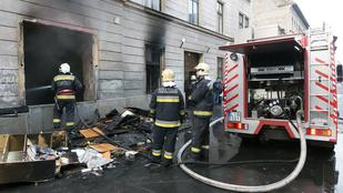 Földszinti lakás lángolt egy VIII. kerületi társasházban