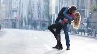 Csókolózni sokkal egészségesebb, mint kezet fogni