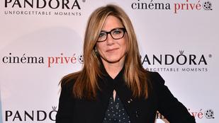 Ilyet is ritkán látni: Jennifer Aniston szemüvegben