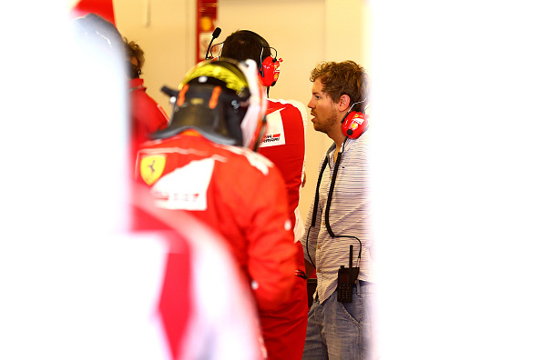 Az első ferraris Vettel-képek egyike, az előtérben Raikkönen