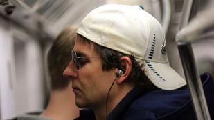 Bradley Cooper félálomban metrózott