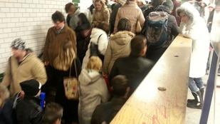 Embertelen tömegnyomor van a Margit hídnal