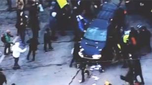 Tüntetőket gázolt egy autó Minneapolisban