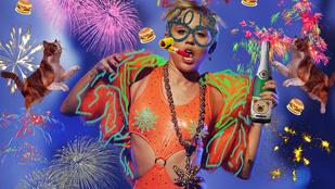 Miley Cyrus műpöcsökön lovagolta át 2014-et