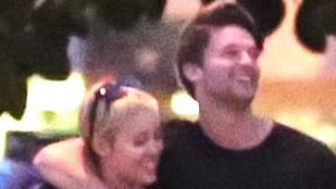 Miley Cyrus nagyon jól elvan Schwarzenegger fiával