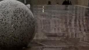 Elgurult egy kőgolyó a Kálvin téren, vigyázzon a kiálló rúddal!