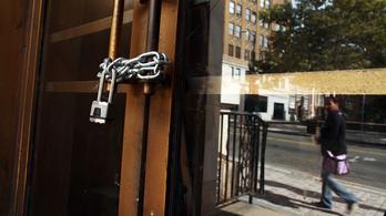 Egy év alatt eltűnt 380 bankfiók