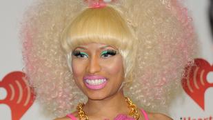 Nicki Minaj melle alig fért a blúzába