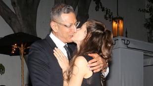 Jeff Goldblum megmutatja, hogyan kell szerelmet nyilvánvalóvá tenni