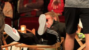 Elton John ülve esett egy óriásit