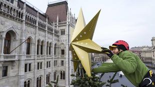 Már rajta van a csúcsdísz az ország karácsonyfáján!