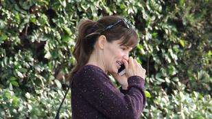 Jennifer Garner ujjal merült el az orrában