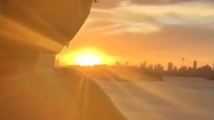 Katy Perry reggeli dekoltázst villantott