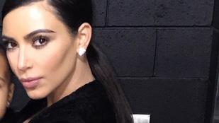 Kardashian a saját gyerekét sem tűri meg a szelfijén