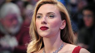 Scarlett Johanssonnak baja van az egyik testrészével