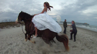 Állatos lagzikatasztrófák: ledobta a ló a menyasszonyt