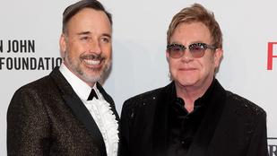 Elton John még karácsony előtt megházasodik
