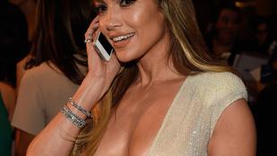 J. Lo mellei hozzák el a People első díjátadójának nyerteseit