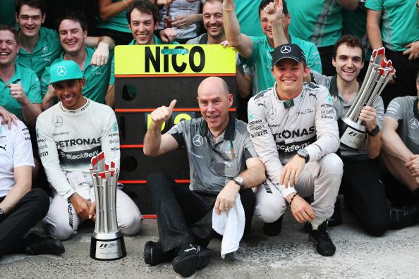 Clear Hamilton és Rosberg között ünnepel