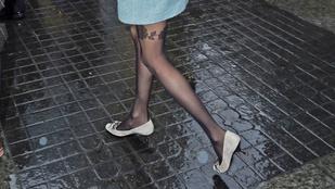Taylor Swift tökéletes lábakat mutatott