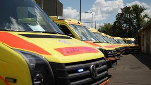 Több mint kétezer riasztást kaptak a mentők szilveszter éjjel