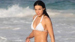 Michelle Rodrigueznek alul buggyant ki a melle a binikiből