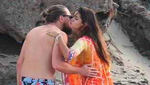 DiCaprio puszizkodva és szakállal nyaral tovább