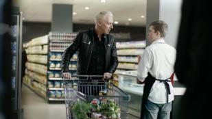 Scooterrel támad egy német szupermarketlánc
