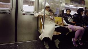 Ez történik, ha egy nő terpeszt a metrón