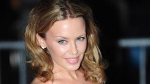 Kylie Minogue így állt ki a legyilkolt karikaturisták mellett