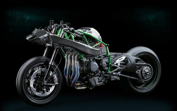 A Kawasaki H2 Ram-Air rendszere. A szemből érkező levegőt préseli a hengerekbe. 200 km/h felett további tíz lóerőt ad a kompresszoros motornak