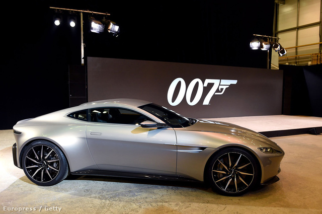 Bond idei autója, egy Aston Martin DB10