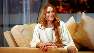 Lindsay Lohan biztosítást reklámoz