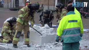 Tűzoltók mentették ki a gipszbe ragadt művésznőt