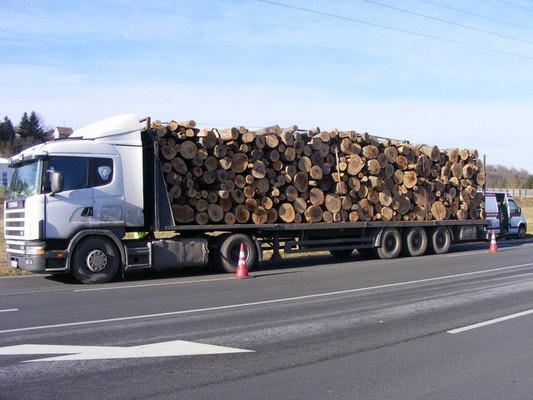 ronkszallito kamion tulsulyos