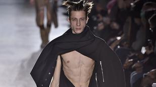 Hopp, kilógott egy-két farok ezen a párizsi divatbemutatón
