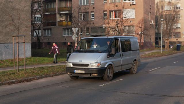 2003-as gyártású, 347 ezer kilométert futott melós járgány, de a rendőrség eleinte azt állította, tavaly július elején 241-gyel szelte át a Mogyoródi utat, ráadásul tolatva